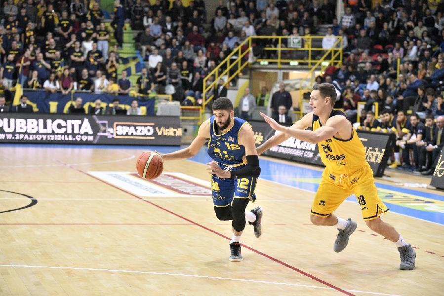 https://www.basketmarche.it/immagini_articoli/09-12-2018/poderosa-montegranaro-male-scaligera-verona-spunta-fotofinish-600.jpg