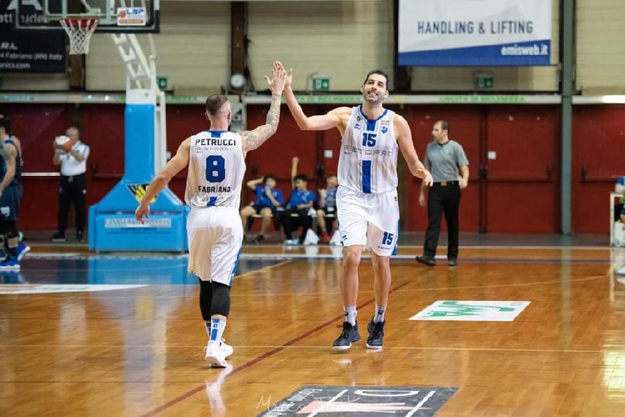 https://www.basketmarche.it/immagini_articoli/09-12-2019/janus-fabriano-doma-buon-porto-sant-elpidio-basket-prende-vetta-classifica-600.jpg