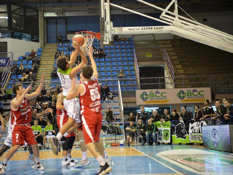 https://www.basketmarche.it/immagini_articoli/09-12-2019/pallacanestro-senigallia-beffata-volata-campo-raggisolaris-faenza-600.jpg