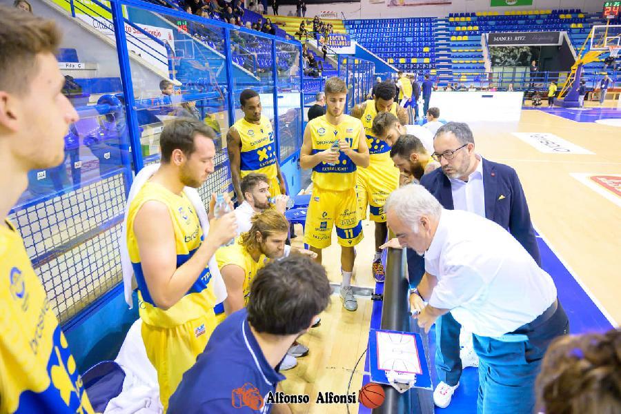 https://www.basketmarche.it/immagini_articoli/09-12-2019/poderosa-montegranaro-coach-ciani-negativo-solo-risultato-abbiamo-giocato-pari-verona-600.jpg