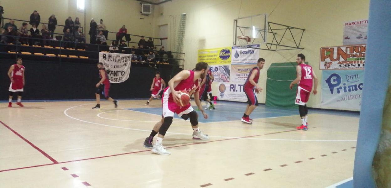 https://www.basketmarche.it/immagini_articoli/09-12-2019/tanti-rimpianti-sericap-cannara-trasferta-campo-basket-contigliano-600.jpg