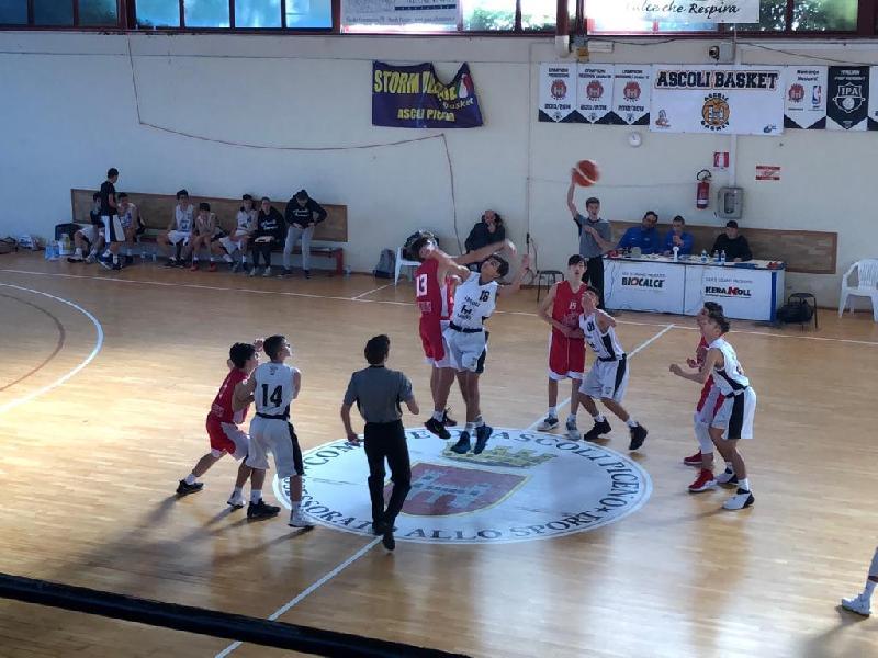 https://www.basketmarche.it/immagini_articoli/10-01-2019/recap-ritorno-stamura-imbattuta-seguono-vuelle-jesi-porto-sant-elpidio-600.jpg