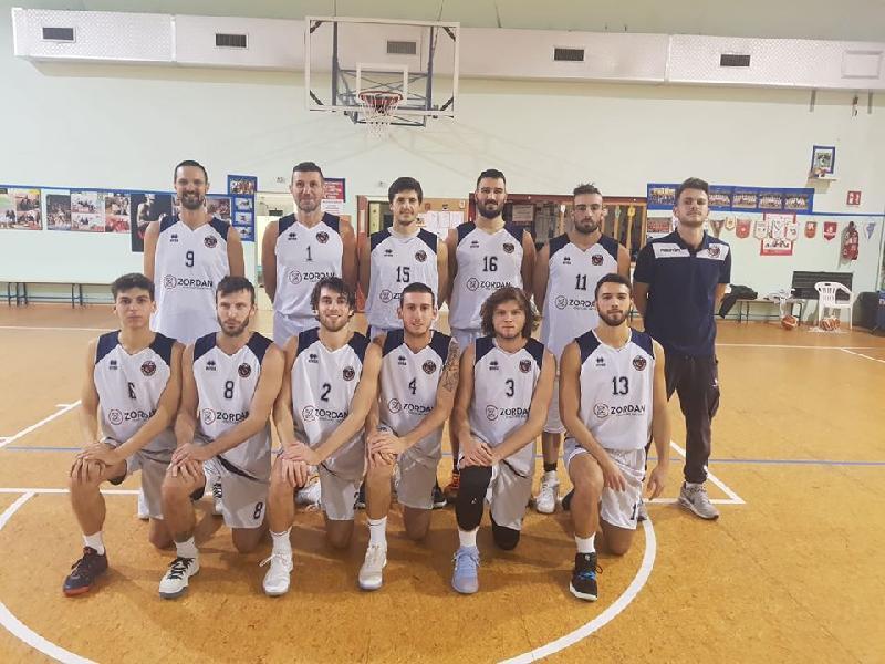 https://www.basketmarche.it/immagini_articoli/10-01-2020/pesaro-basket-vince-scontro-diretto-basket-vadese-rimane-imbattuta-600.jpg