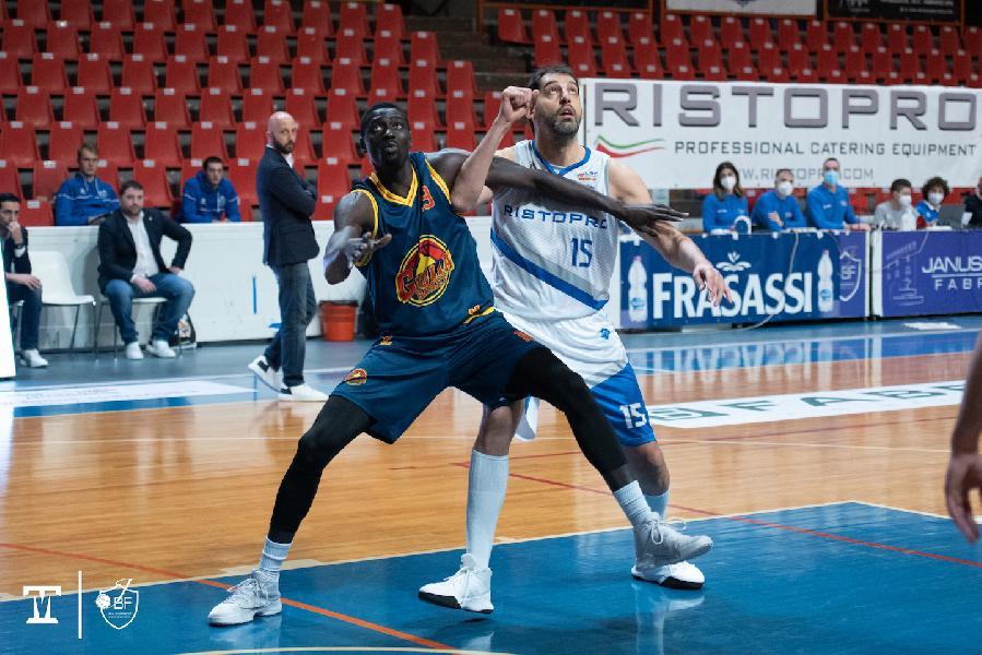 https://www.basketmarche.it/immagini_articoli/10-01-2021/netta-vittoria-interna-janus-fabriano-giulia-basket-giulianova-600.jpg