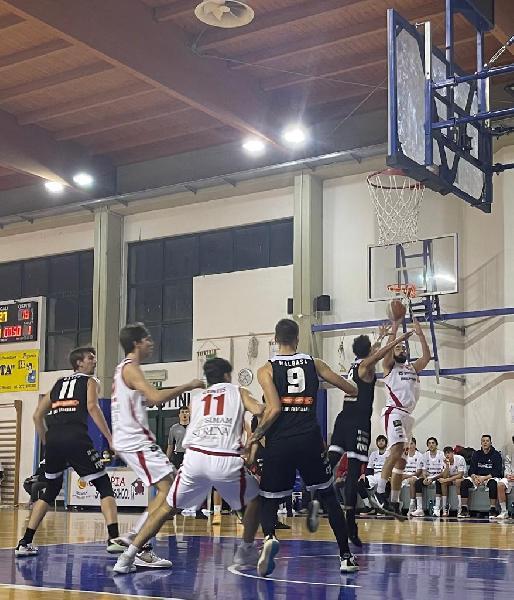 https://www.basketmarche.it/immagini_articoli/10-01-2021/pallacanestro-senigallia-travolge-rucker-vendemiano-600.jpg