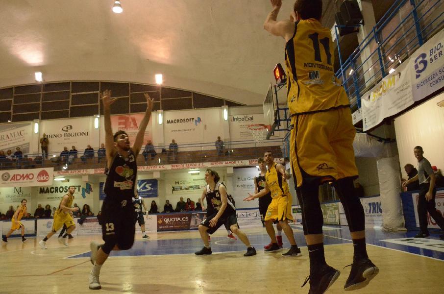 https://www.basketmarche.it/immagini_articoli/10-02-2019/gold-recap-ritorno-chieti-lanciano-valdiceppo-testa-sutor-colpi-samb-pisaurum-600.jpg