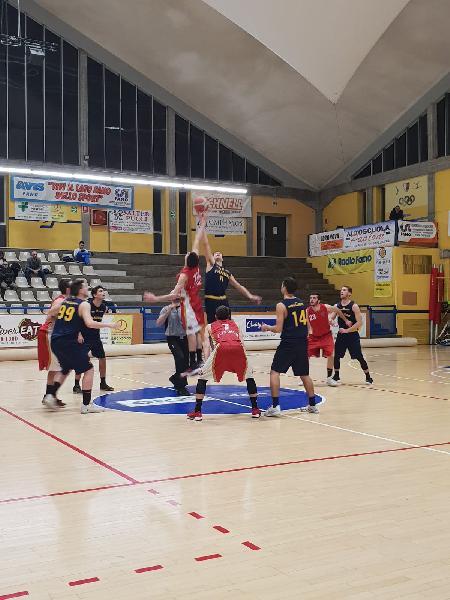 https://www.basketmarche.it/immagini_articoli/10-02-2019/netta-vittoria-basket-auximum-osimo-campo-basket-fanum-600.jpg