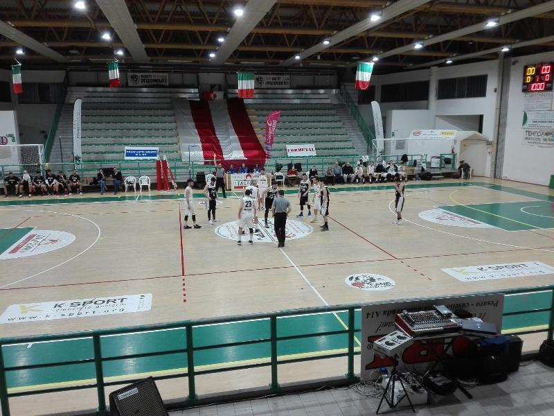 https://www.basketmarche.it/immagini_articoli/10-02-2019/regionale-loreto-basket-giovane-primo-posto-bene-acqualagna-durante-montemarciano-600.jpg