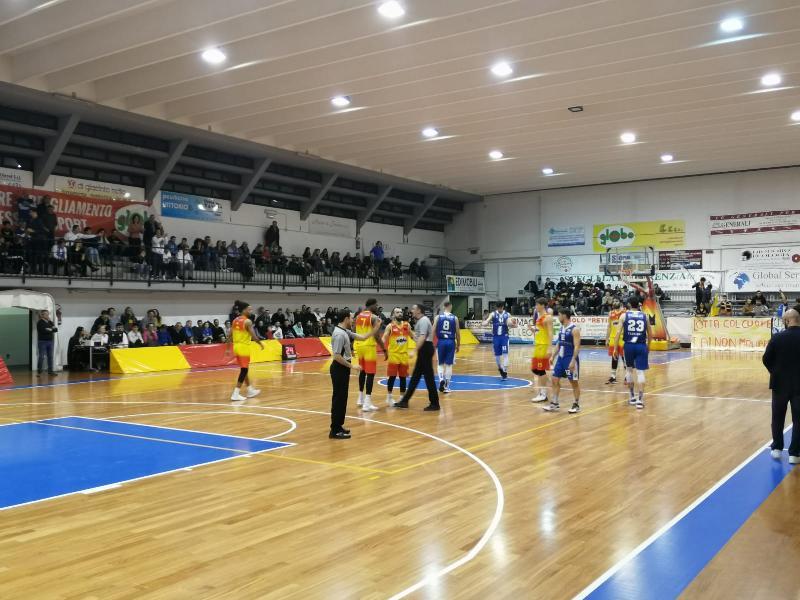 https://www.basketmarche.it/immagini_articoli/10-02-2020/finisce-capolista-janus-fabriano-serie-positiva-giulianova-basket-600.jpg