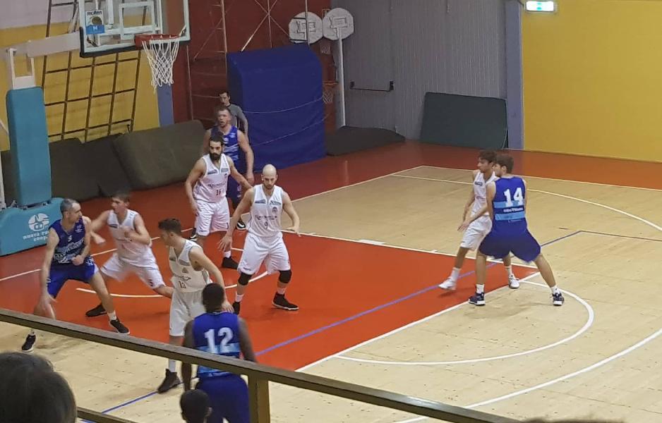 https://www.basketmarche.it/immagini_articoli/10-02-2020/interrompe-campo-pallacanestro-urbania-serie-positiva-titano-marino-600.jpg