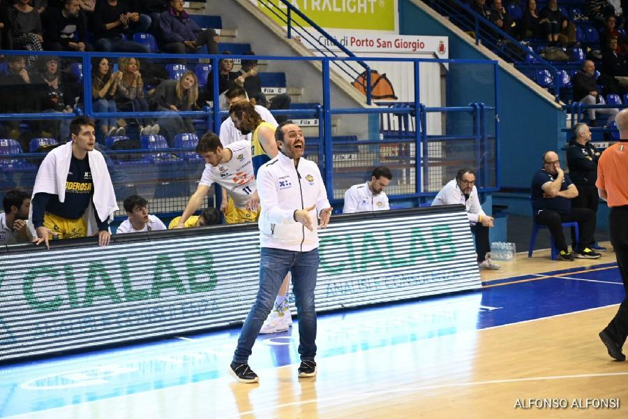 https://www.basketmarche.it/immagini_articoli/10-02-2020/poderosa-montegranaro-coach-carlo-abbiamo-sofferto-siamo-arrabbiato-sfuggita-vittoria-600.jpg