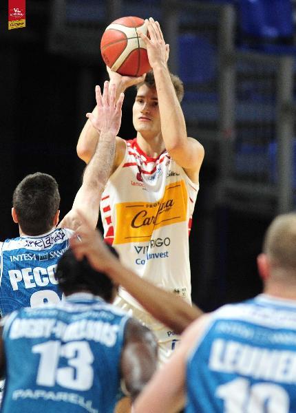 https://www.basketmarche.it/immagini_articoli/10-02-2021/pesaro-henri-drell-sassari-riusciamo-giocare-nostro-ritmo-detta-lultima-parola-600.jpg