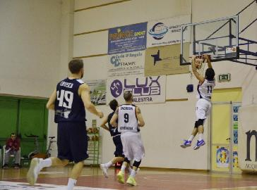 https://www.basketmarche.it/immagini_articoli/10-03-2018/serie-b-nazionale-riccardo-coviello-lancia-lo-sprint-finale-della-virtus-civitanova-270.jpg