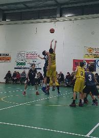 https://www.basketmarche.it/immagini_articoli/10-03-2018/under-14-regionale-l-adriatico-orsal-ancona-espugna-fano-e-chiude-al-terzo-posto-270.jpg