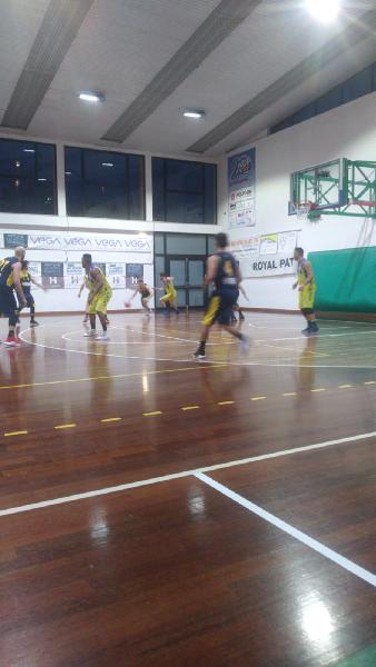 https://www.basketmarche.it/immagini_articoli/10-03-2019/convincente-vittoria-basket-fermo-derby-victoria-fermo-600.jpg