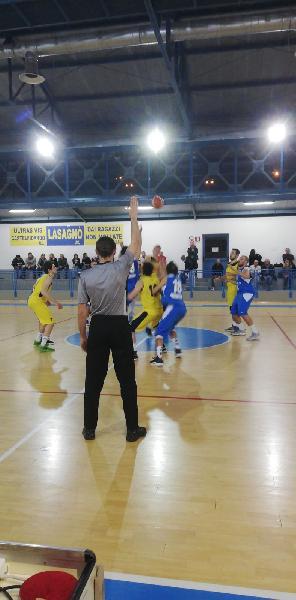 https://www.basketmarche.it/immagini_articoli/10-03-2019/montemarciano-conquista-importante-vittoria-campo-castelfidardo-600.jpg