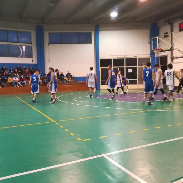 https://www.basketmarche.it/immagini_articoli/10-03-2019/pallacanestro-ellera-espugna-campo-giromondo-spoleto-conferma-capolista-600.jpg