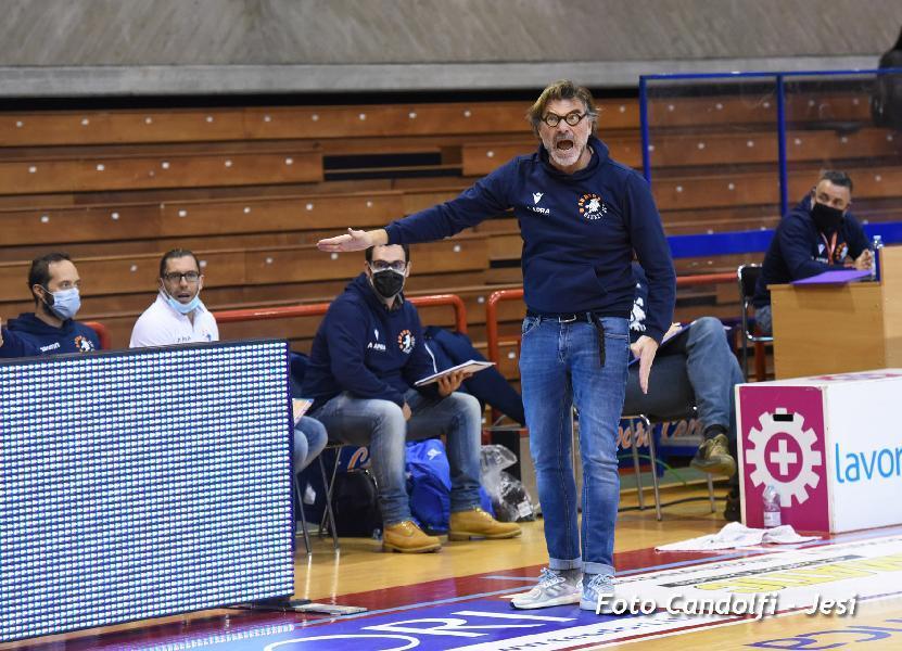 https://www.basketmarche.it/immagini_articoli/10-03-2021/jesi-coach-ghizzinardi-mantenere-vittorie-fase-significherebbero-salvezza-matematica-sogno-playoff-600.jpg