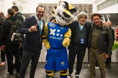 https://www.basketmarche.it/immagini_articoli/10-04-2018/serie-a2-poderosa-montegranaro-è-nato-ettore-la-nuova-mascotte-gialloblu-270.jpg