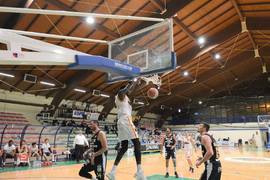 https://www.basketmarche.it/immagini_articoli/10-04-2021/giulia-basket-giulianova-giocare-casa-rucker-vendemiano-600.jpg