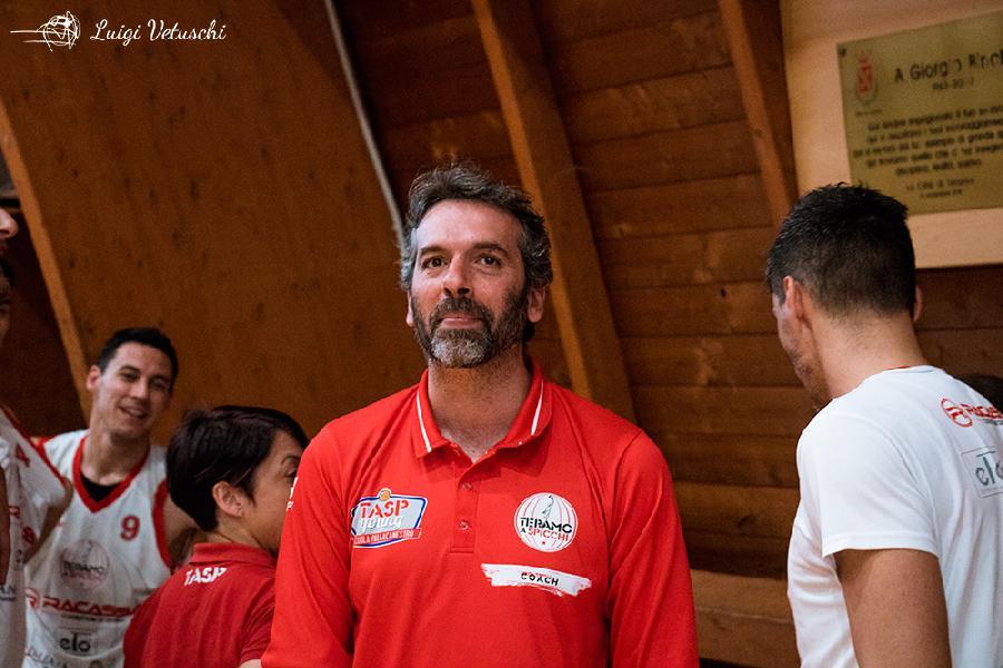 https://www.basketmarche.it/immagini_articoli/10-05-2019/tasp-teramo-coach-stirpe-onore-todi-essere-finale-sensazione-stupenda-600.jpg