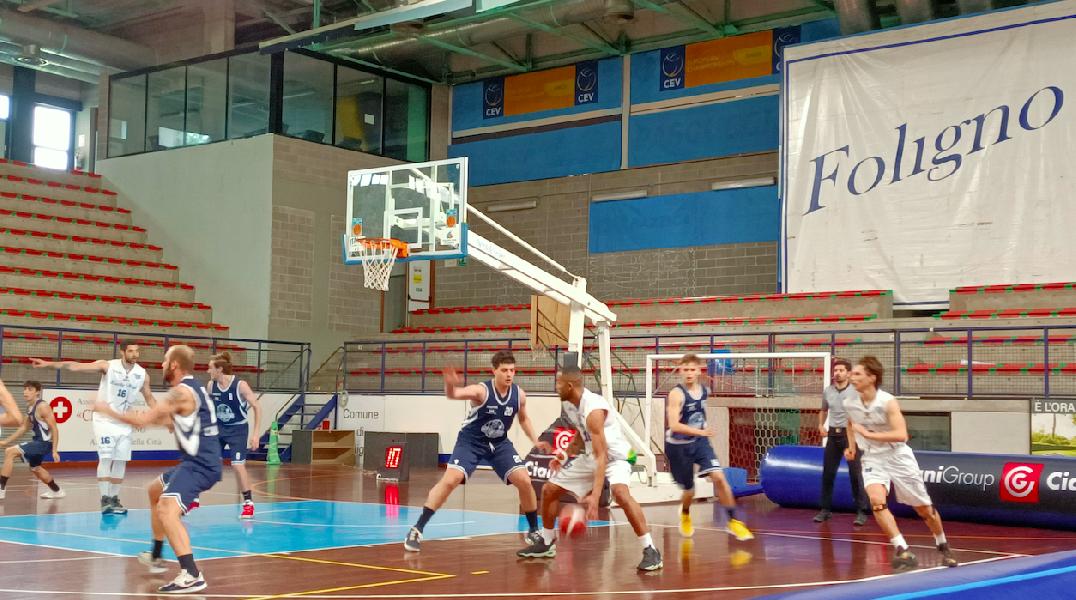 https://www.basketmarche.it/immagini_articoli/10-05-2021/lucky-wind-foligno-bagna-esordio-interno-convincente-vittoria-600.png
