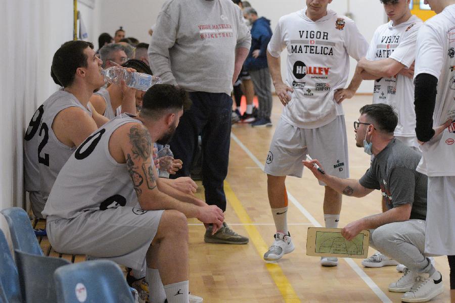 https://www.basketmarche.it/immagini_articoli/10-05-2021/matelica-coach-cecchini-partita-nervosa-bravi-rispettare-piano-partita-soddisfatto-approccio-600.jpg