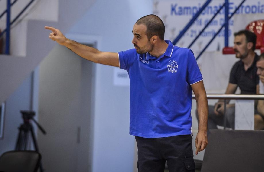 https://www.basketmarche.it/immagini_articoli/10-06-2020/ufficiale-simone-porcarelli-allenatore-pallacanestro-titano-marino-600.jpg