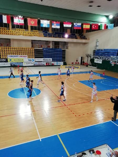 https://www.basketmarche.it/immagini_articoli/10-06-2021/continua-momento-positivo-unibasket-lanciano-conquista-matematicamente-posto-600.jpg