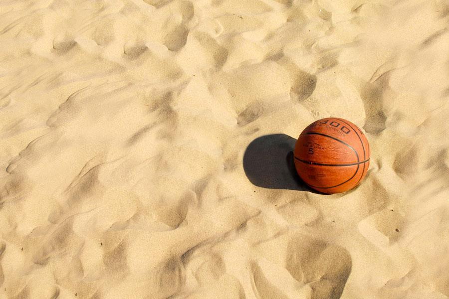 https://www.basketmarche.it/immagini_articoli/10-06-2021/estate-aperte-iscrizioni-torneo-master-over-bagni-beach-basket-600.jpg