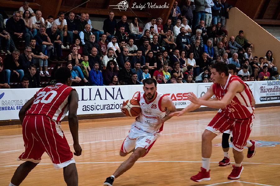 https://www.basketmarche.it/immagini_articoli/10-07-2019/teramo-spicchi-giuseppe-sacripante-ancora-insieme-play-sono-tornato-vincere-600.jpg
