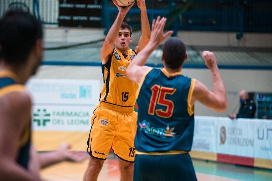 https://www.basketmarche.it/immagini_articoli/10-07-2021/sutor-montegranaro-leonardo-cipriani-vicino-pallacanestro-fiorenzuola-600.jpg