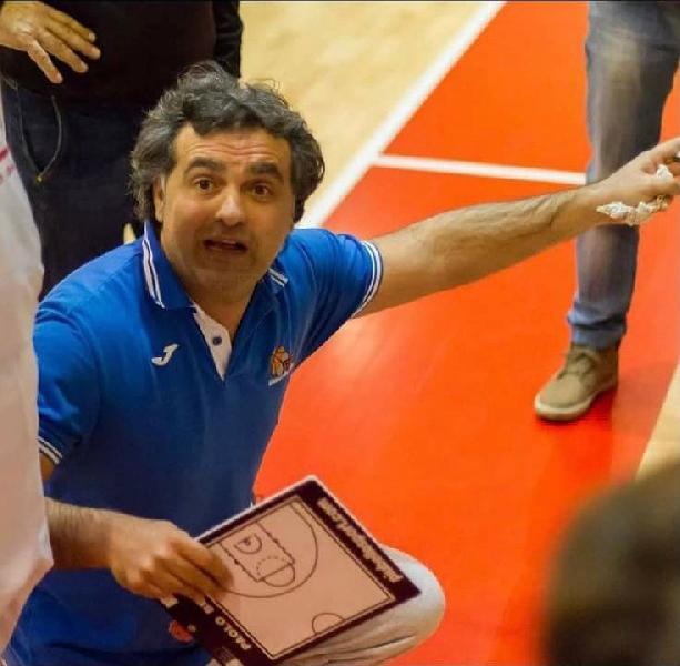 https://www.basketmarche.it/immagini_articoli/10-07-2021/ufficiale-andrea-gabrielli-allenatore-pallacanestro-senigallia-600.jpg