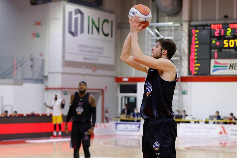 https://www.basketmarche.it/immagini_articoli/10-07-2021/ufficiale-pallacanestro-cant-annuncia-firma-esterno-francesco-stefanelli-600.jpg