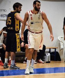https://www.basketmarche.it/immagini_articoli/10-08-2018/serie-c-gold-riccardo-di-angilla-è-il-primo-volto-nuovo-della-sutor-montegranaro-270.jpg