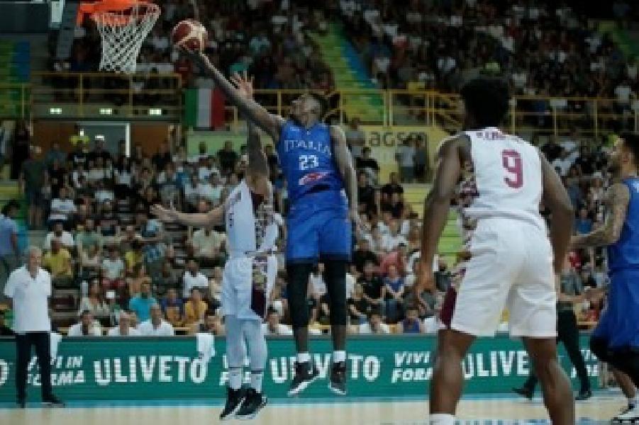 https://www.basketmarche.it/immagini_articoli/10-08-2019/verona-basketball-litalbasket-chiude-battendo-venezuela-coach-sacchetti-taglia-giocatori-600.jpg