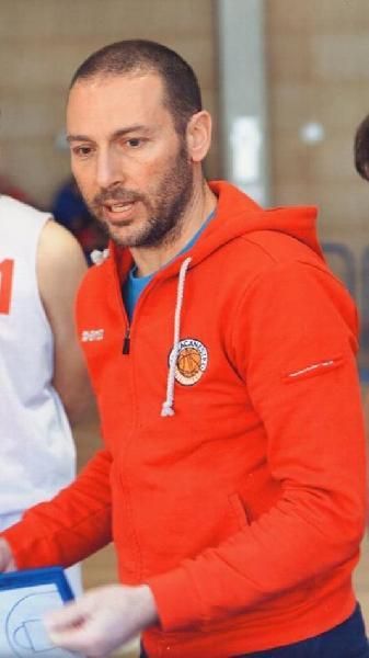 https://www.basketmarche.it/immagini_articoli/10-08-2020/ufficiale-coach-marco-paialunga-lascia-pallacanestro-senigallia-600.jpg