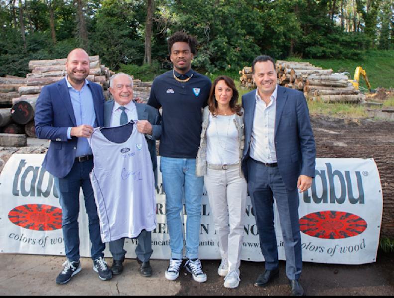 https://www.basketmarche.it/immagini_articoli/10-09-2019/pallacanestro-cant-presentato-cameron-young-lavorer-dure-rendere-club-tifosi-orgogliosi-600.png