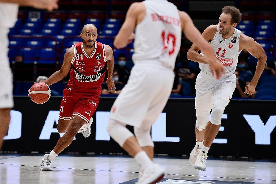 https://www.basketmarche.it/immagini_articoli/10-09-2020/supercoppa-varese-regge-quarti-olimpia-milano-allunga-600.jpg