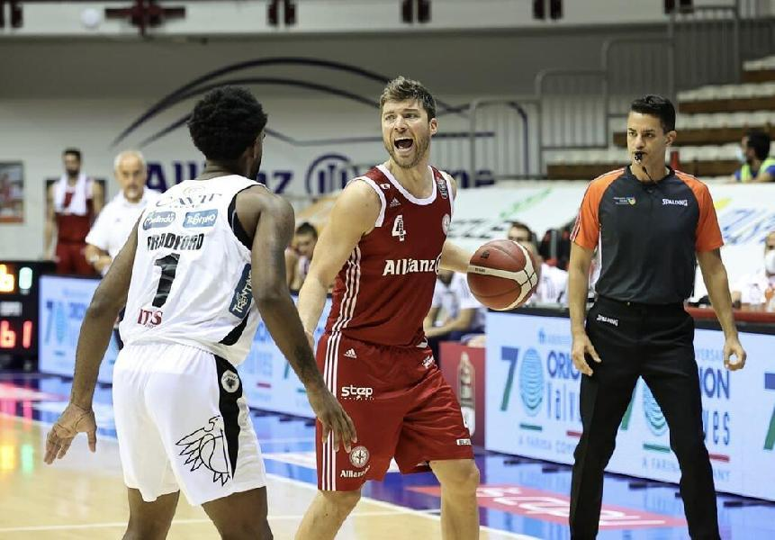 https://www.basketmarche.it/immagini_articoli/10-09-2021/supercoppa-pallacanestro-trieste-supera-volata-aquila-basket-trento-600.jpg