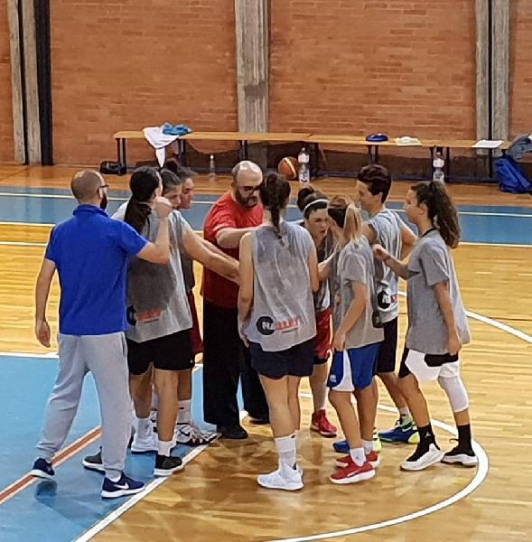 https://www.basketmarche.it/immagini_articoli/10-10-2018/posticipato-esordio-thunder-matelica-ragazze-continuano-preparazione-600.jpg