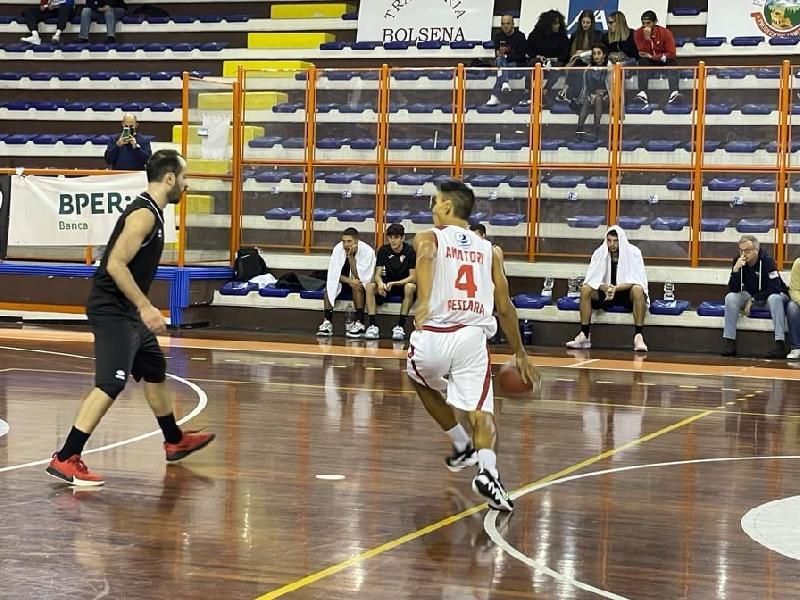 https://www.basketmarche.it/immagini_articoli/10-10-2021/amatori-pescara-parte-botto-campli-travolta-esordio-600.jpg