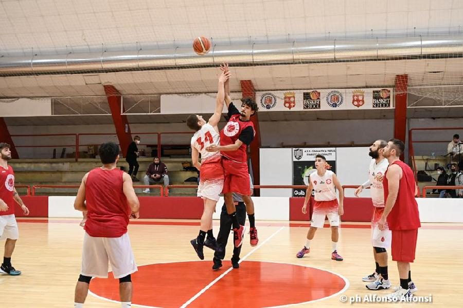 https://www.basketmarche.it/immagini_articoli/10-10-2021/basket-macerata-spunta-volata-amichevole-basket-auximum-osimo-600.jpg