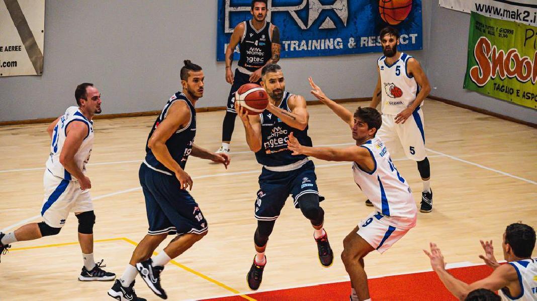 https://www.basketmarche.it/immagini_articoli/10-10-2021/bramante-pesaro-vince-convince-valdiceppo-basket-600.jpg