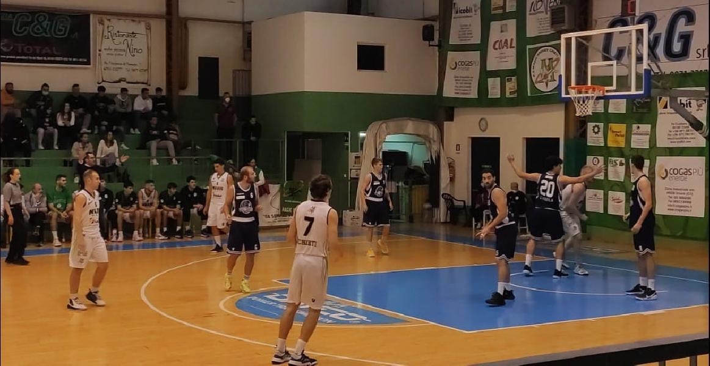 https://www.basketmarche.it/immagini_articoli/10-10-2021/esordio-positivo-magic-chieti-battuto-basket-aquilano-600.jpg