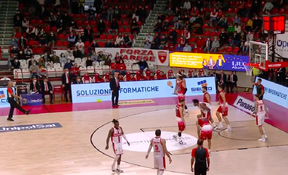 https://www.basketmarche.it/immagini_articoli/10-10-2021/olimpia-milano-espugna-volata-varese-vince-derby-600.png