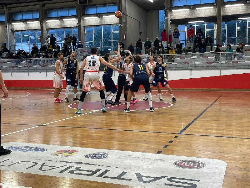 https://www.basketmarche.it/immagini_articoli/10-10-2021/pallacanestro-recanati-espugna-campo-basket-gualdo-600.jpg