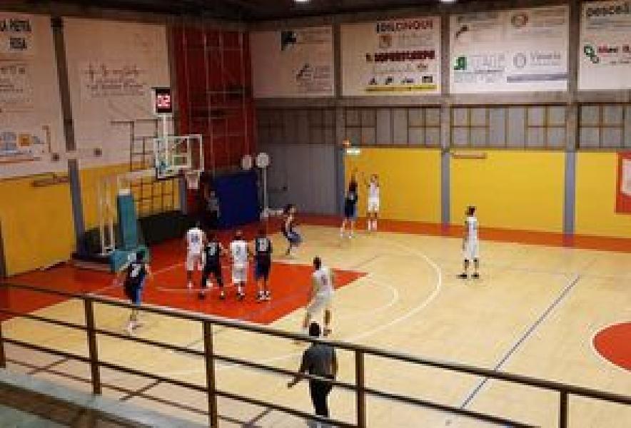 https://www.basketmarche.it/immagini_articoli/10-10-2021/pallacanestro-urbania-doma-finale-basket-giovane-pesaro-600.jpg