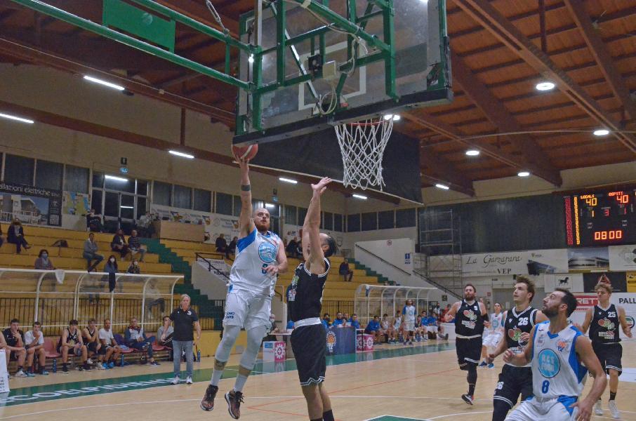https://www.basketmarche.it/immagini_articoli/10-10-2021/porto-sant-elpidio-basket-allunga-tempo-batte-falconara-basket-600.jpg