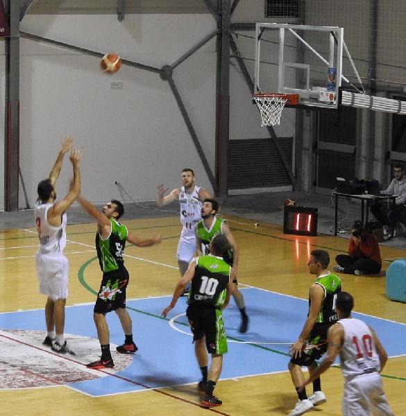 https://www.basketmarche.it/immagini_articoli/10-11-2018/anticipi-settima-giornata-nette-vittorie-matelica-bramante-pesaro-600.jpg